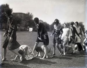 Glass leapfrog 1929
