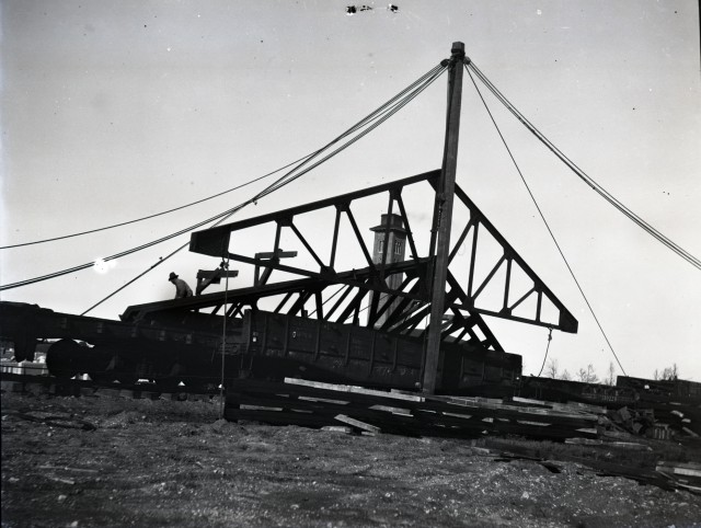 Watkin papers box 10 3_46 Jan 31 1914 hoisting steel trusses from cars