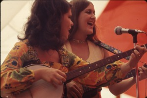 Homecoming 1970 pickin and grinnin
