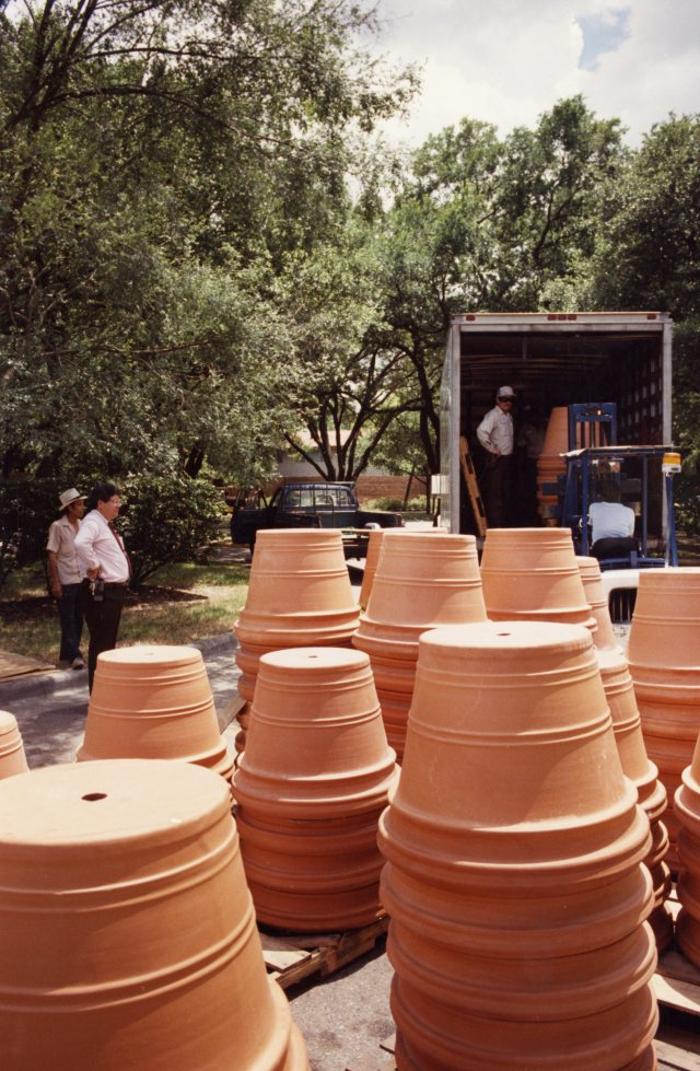 Economic summit pots in truck 051