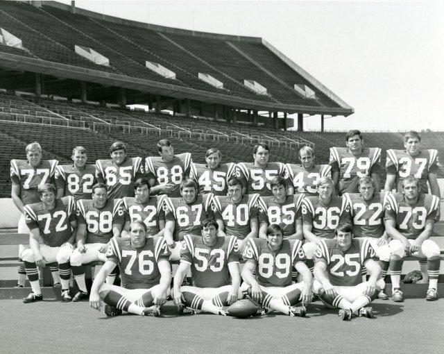 Football team photo c1972 88 in the back row UA155 170 7 064