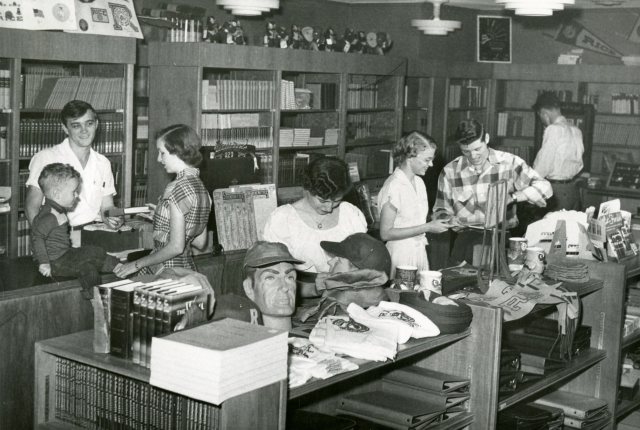 campus-store-coop-basement-of-fondren-1951-138