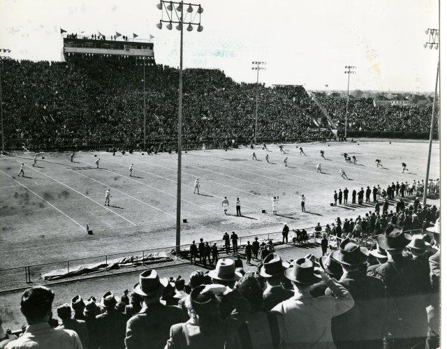 oil-bowl-old-stadium-full-1946-or47-140